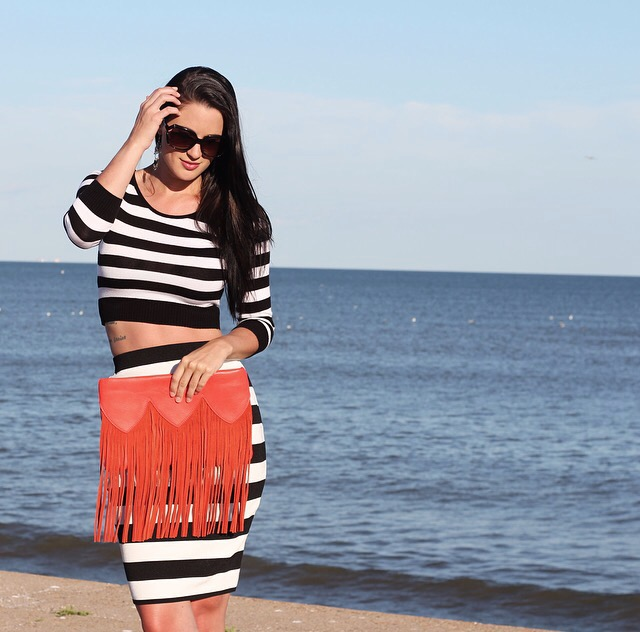 Black and White Striped Outfit | how to style a pencil skirt | how to wear a pencil skirt | summer fashion tips | summer outfit ideas | summer style tips | what to wear for summer | warm weather fashion | fashion for summer | style tips for summer | outfit ideas for summer || Dressed to Kill