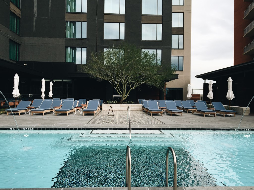 Welcome to Hotel Van Zandt in one of the hippest areas of Austin; iconic Rainey Street. | Austin, Texas travel guide | Hotel Van Zandt tour || Dressed to Kill